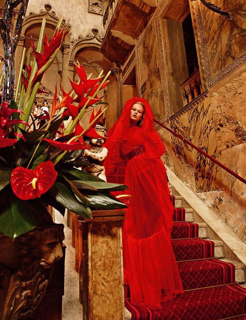 Анна Юэрс на страницах Vogue Paris