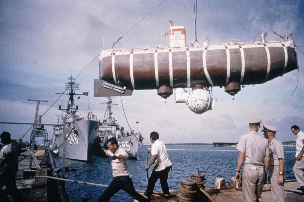 23 января 1960 Жак Пикар и лейтенант ВМС США Дон Уолш совершили погружение в Марианскую впадину на г