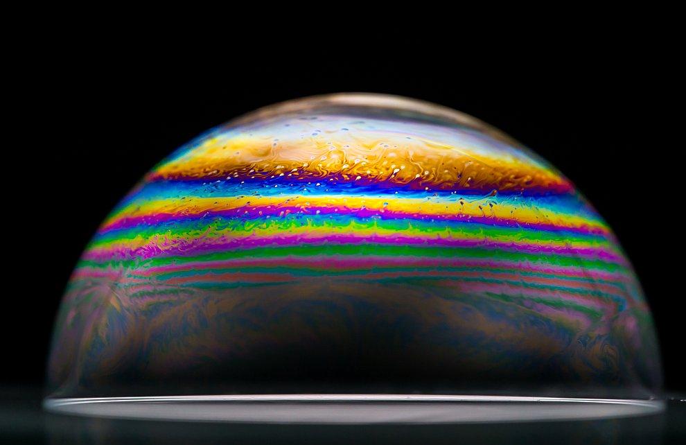 Большое значение имеет материал и форма трубочки или кольца для выдувания пузырей. Кольцо использует