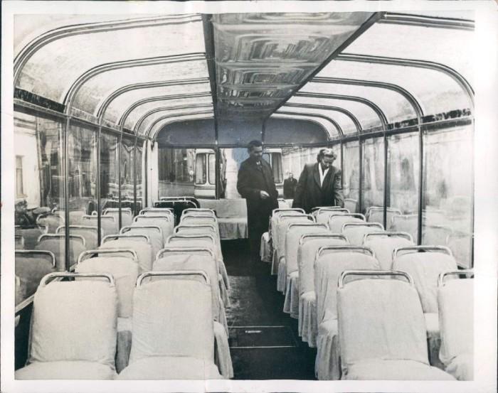 Это редкий советский троллейбус — он имеет панорамное остекление не только по бокам, но и на к