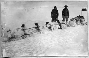 М. А. Павлов и матрос Линник после возвращения из месячной санной экспедиции