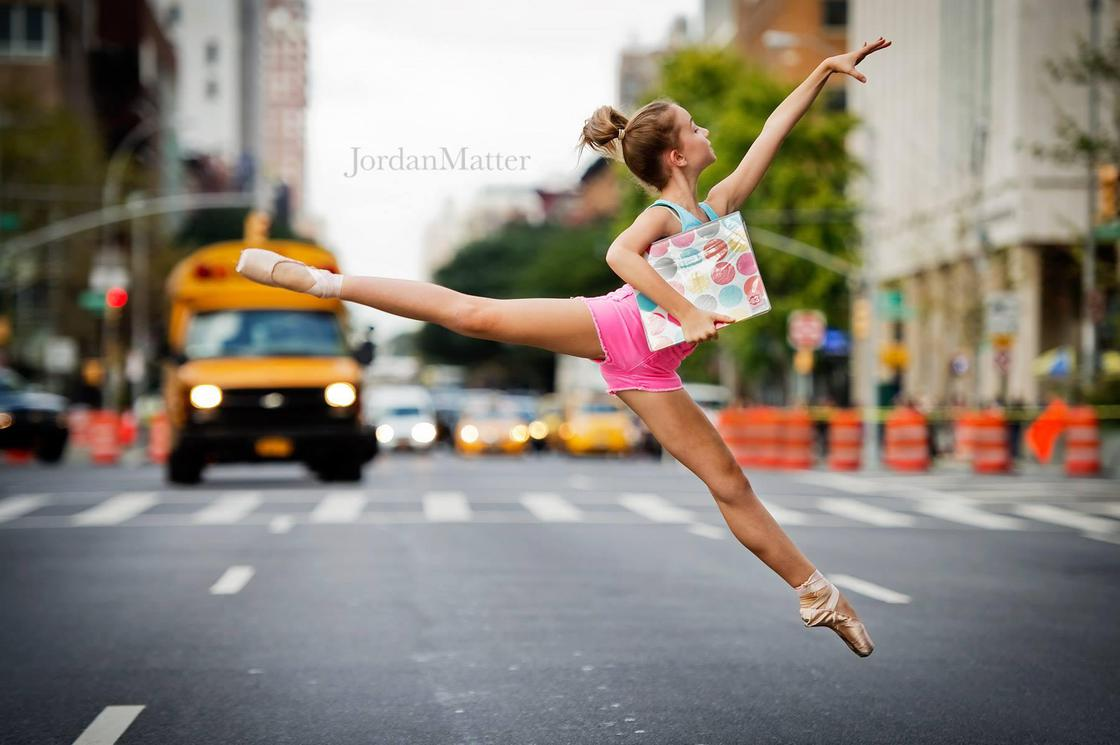 Tiny Dancers Among Us – Capturing kids dancing in public places (17 pics)