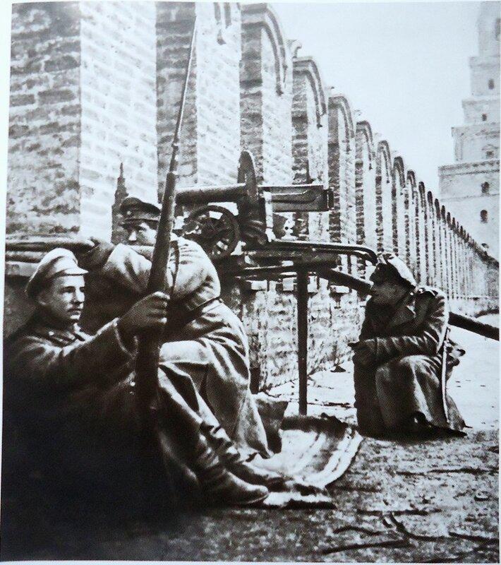 104775 Юнкера на Кремлёвской стене.jpg