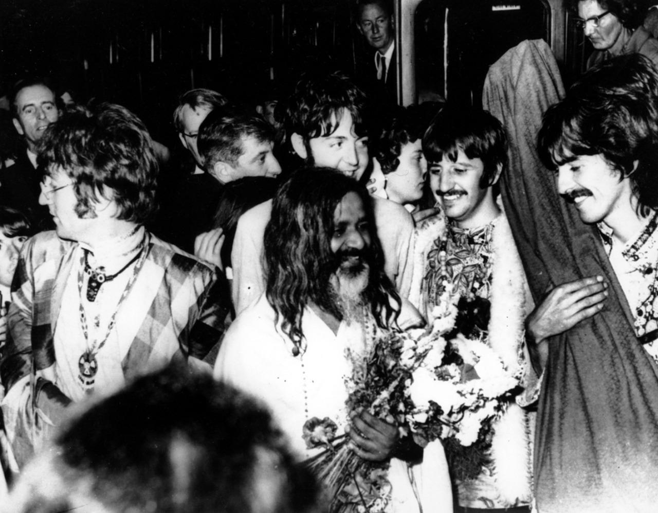 «The Beatles» с Махариши