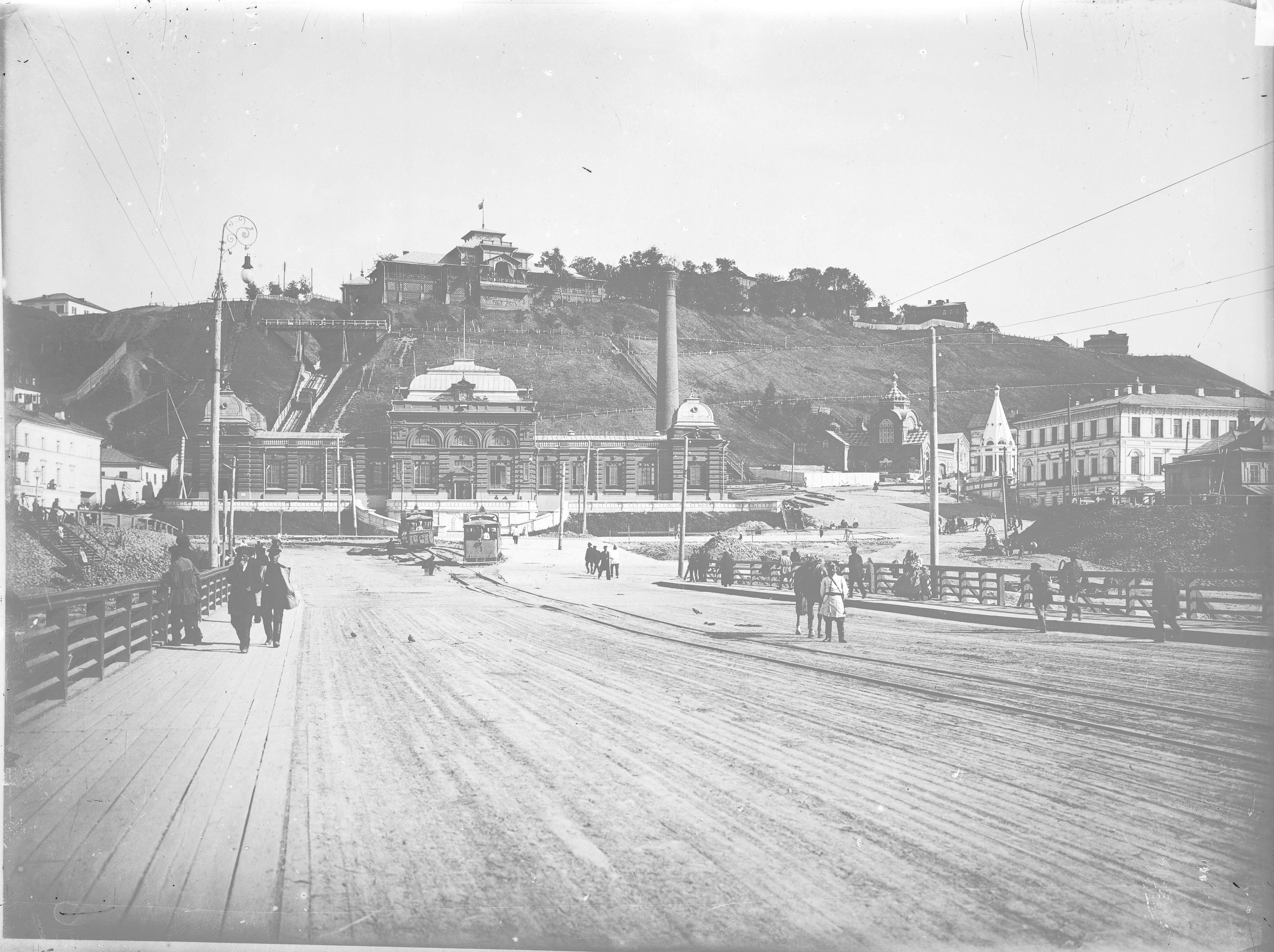 Вид плашкоутного моста и городской электростанции