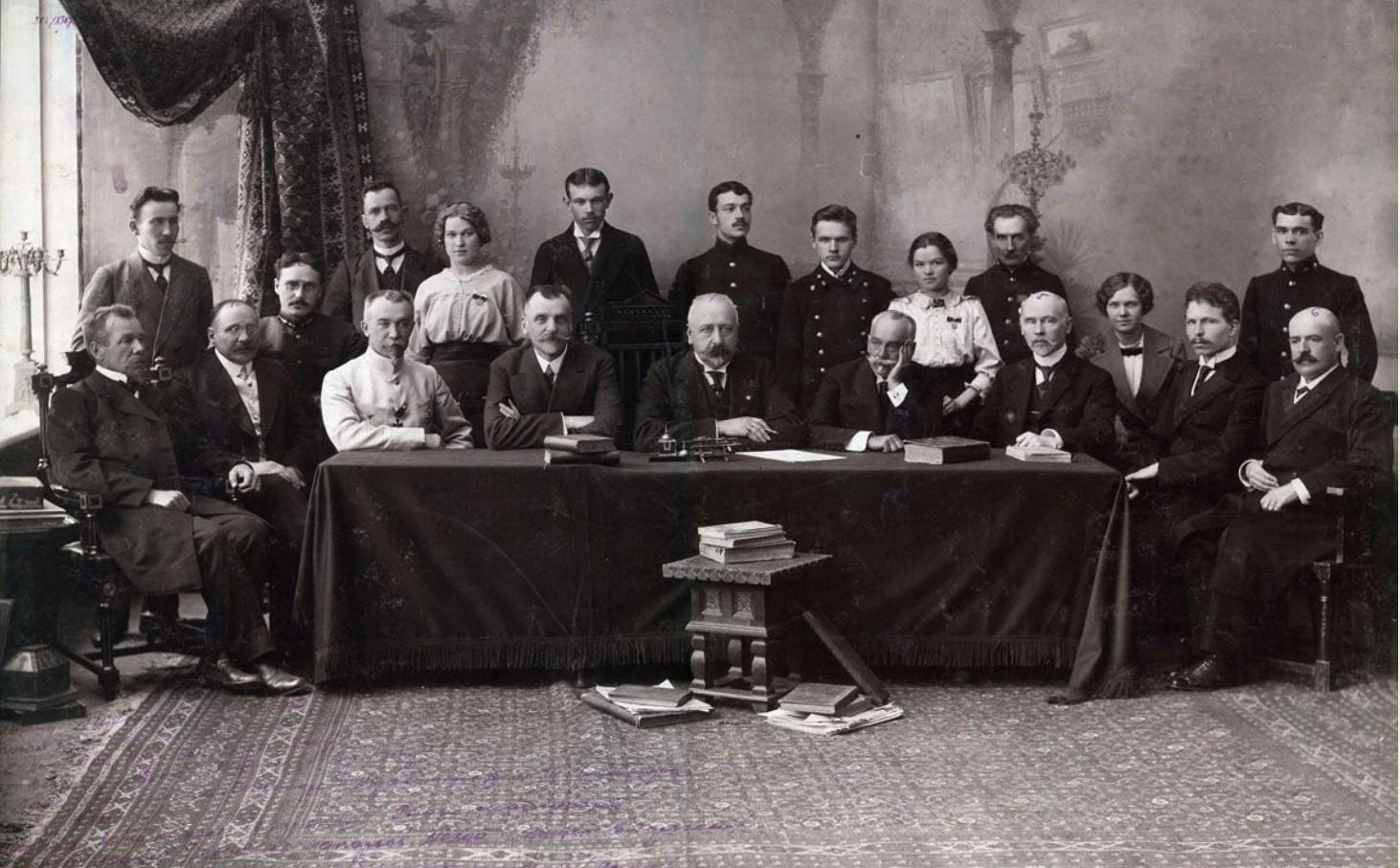 Группа членов губернского акцизного управления