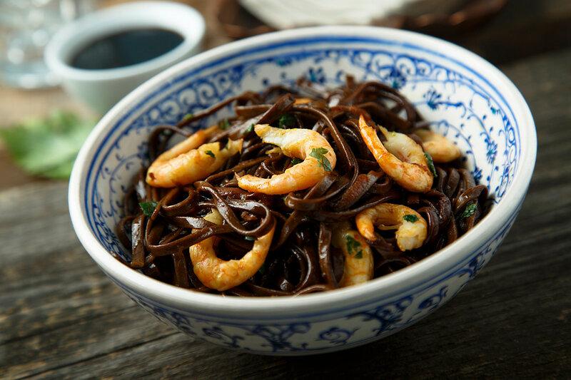 Soba with shrimp.ginger, peel, minutes, shrimp, mix, pan, Add, sauce, minute, sauces, more, never, sesame, oil, noodles, Put, soy, cold, wash, colander