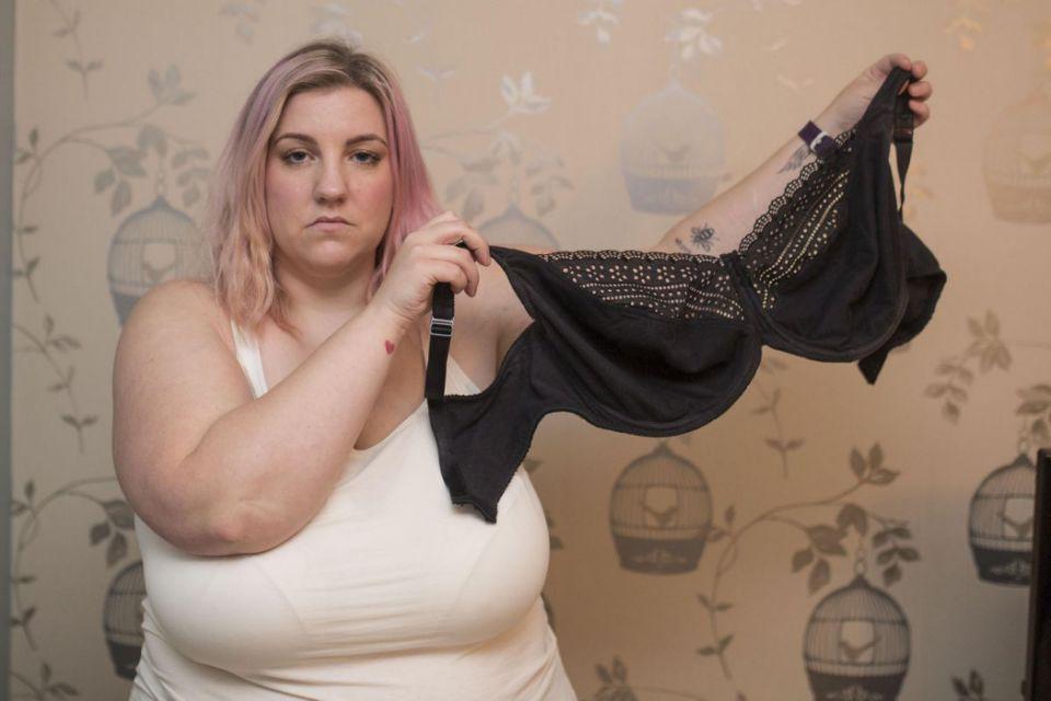 Британка боится, что ее 40-килограммовая грудь может убить ребёнка