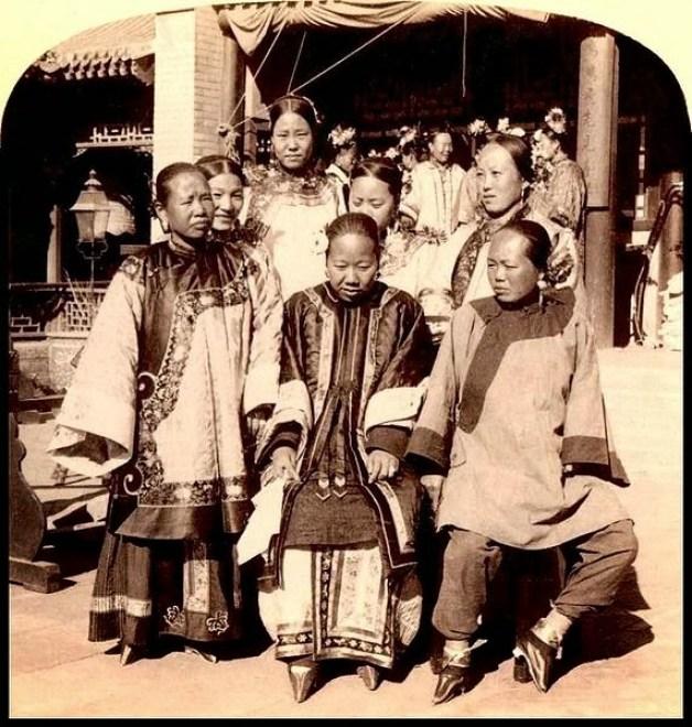 При владычестве монгольской династии Юань и маньчжурской династии Цин в Китае маленькие ноги также с