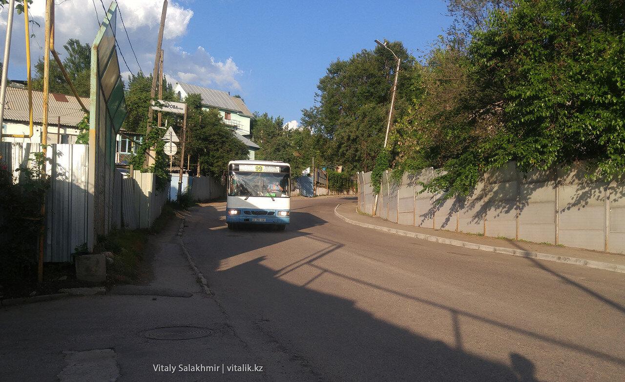 Автобус 99 едет от Алтын-Орды до Кок-Тобе.
