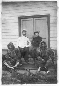 Седов Георгий Яковлевич, Визе Владимир Юльевич и члены экспедиции во время зимовки
