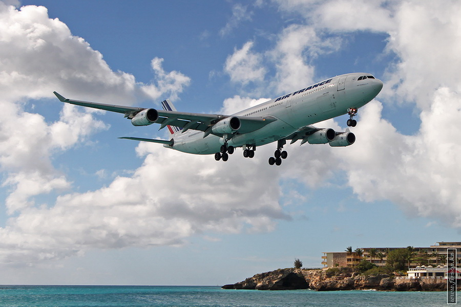 A-340_F-GLNII_Air_France_3_SXM_for_zps7d142ed9.JPG
