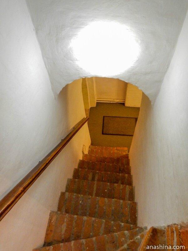 Внутристенная лестница, Старый Английский двор, Москва