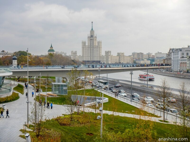 """Вид на """"Парящий мост"""", парк """"Зарядье"""", Москва"""