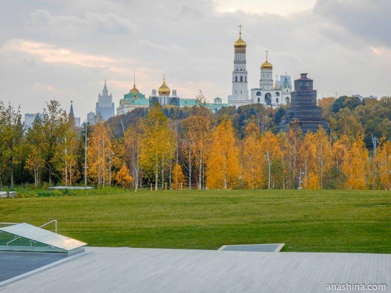 """Вид в сторону Московского Кремля, парк """"Зарядье"""", Москва"""