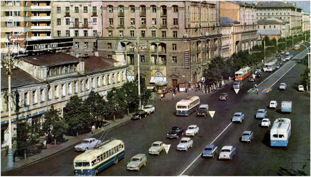 260838 Улица Горького в районе Пушкинской площади 66 Георгий Петрусов.jpg