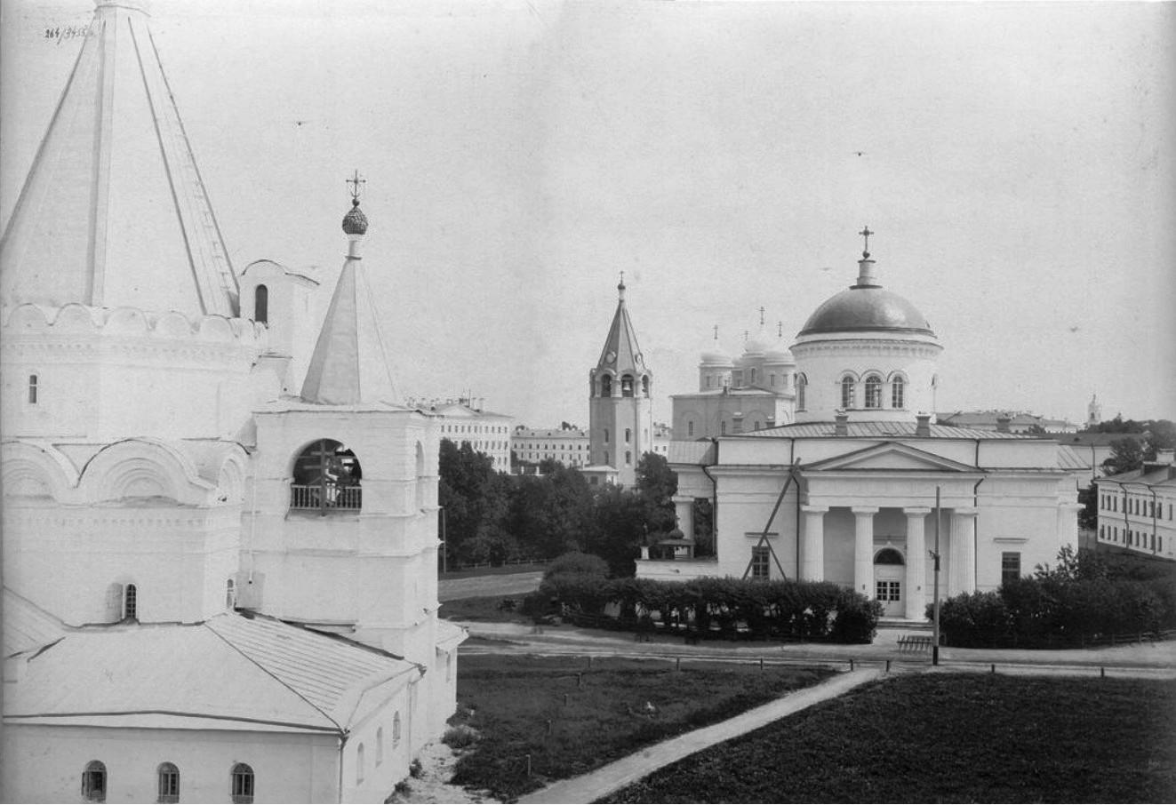 Михайло-Архангельский Кафедральный собор и кадетский корпус в Кремле