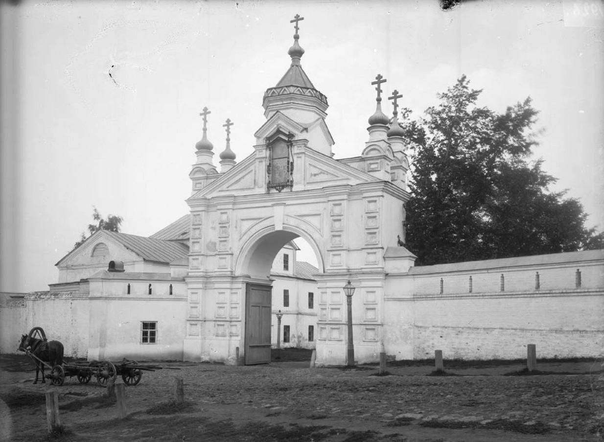 Печерский монастырь. Ворота монастыря