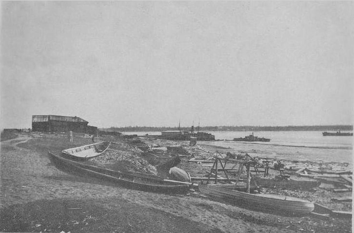 Правый берег у городской пристани