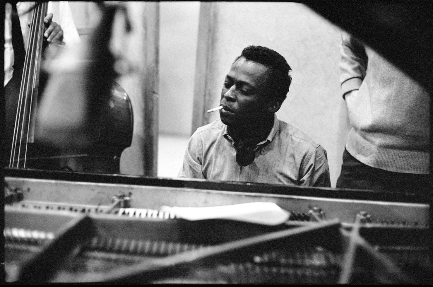 a brief biography of miles dewey davis an american musician Miles davis net worth is $10 million miles davis biography miles dewey davis iii was born on 26 may 1926, in alton, illinois usa, and was a bandleader, composer, and rated as one of the noted trumpeters of all time, best known for his various musical contributions to jazz.