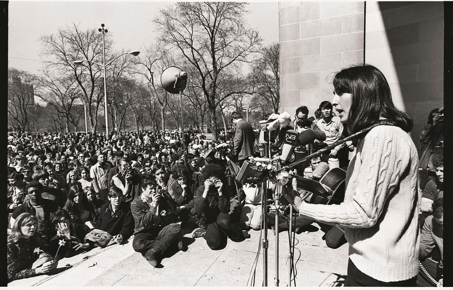1969. Джоан Баэз