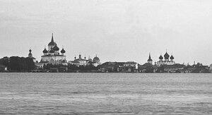 Фрагмент панорамы города с берега реки Онеги