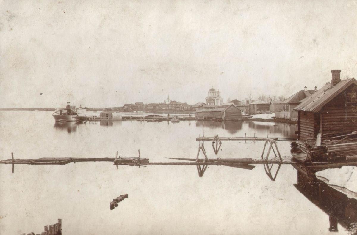Южный вид на реку Онегу и Зосимосавватьевскую церковь