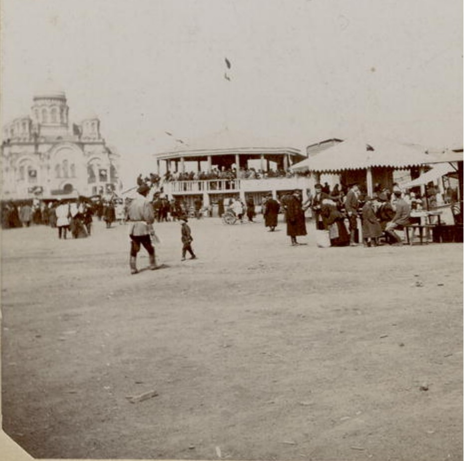 Гулянья на Тихвинской площади. 1910-е