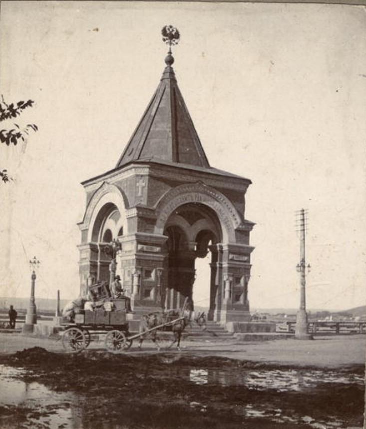 Арка на берегу Ангары в честь приезда наследника цесаревича Николая Александровича. 1911