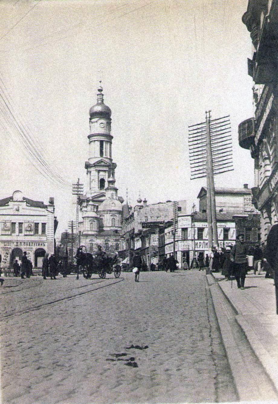 Вид на Успенский собор с Московской улицы