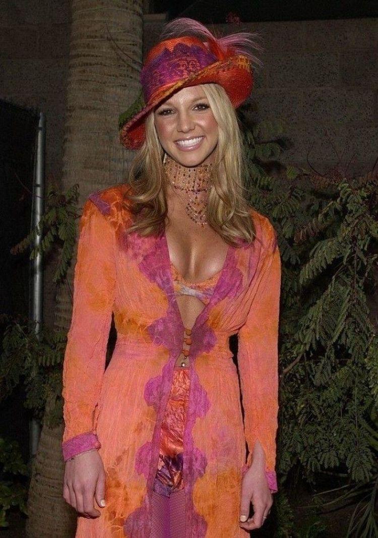 2002 год: Алиша Киз и её тени с огромными блёстками