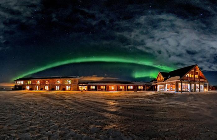 Увидеть северное сияние своими глазами: 5 лучших отелей с фантастическими видами
