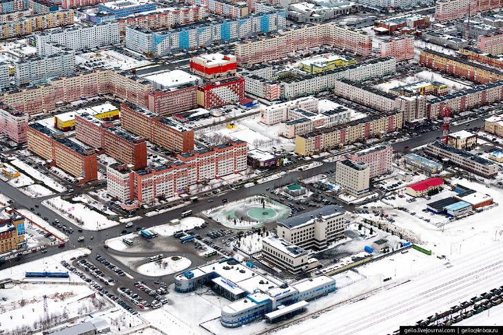 Новый Уренгой с высоты: газовая столица России (35 фото)
