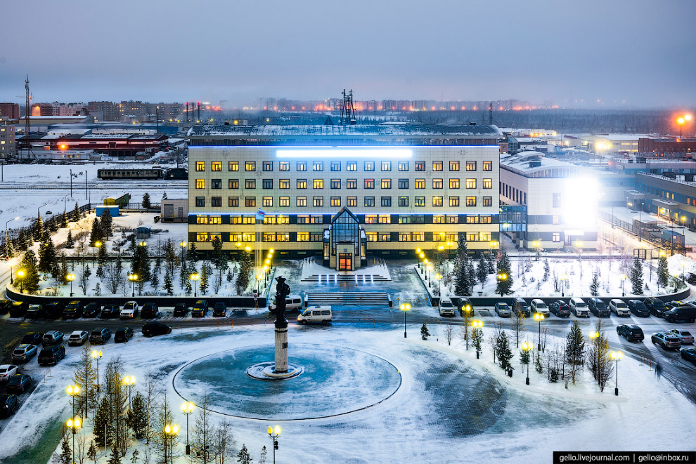 17. На долю предприятий Нового Уренгоя приходится 74% газа, добываемого в России.