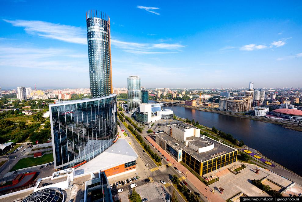 15.  Башня «Исеть» . Небоскрёб высотой 52 этажа, 206 метров был построен в 2008-16 го