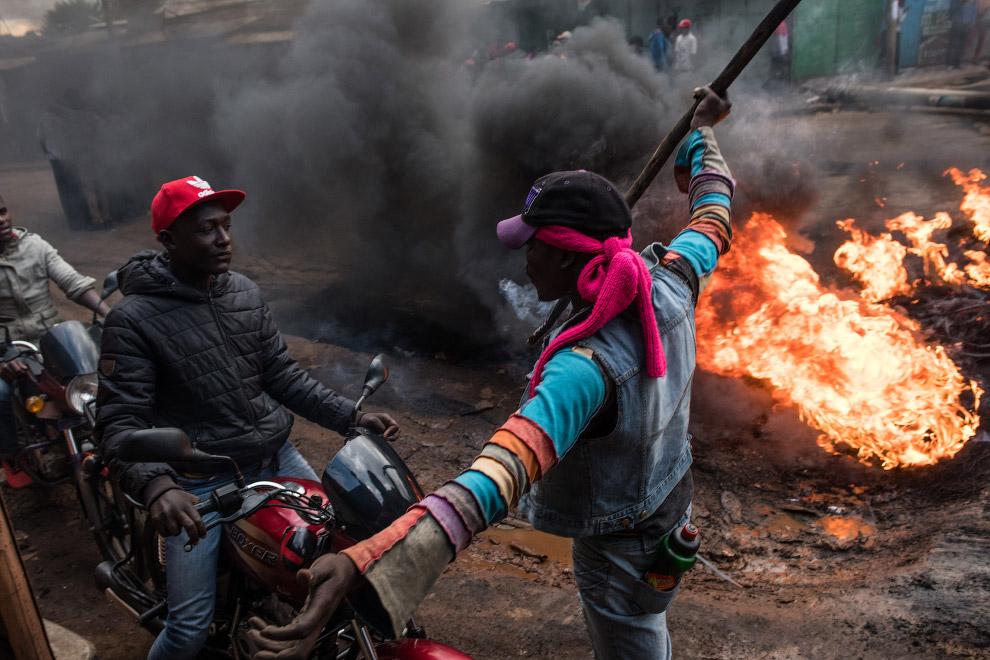 7. Кенийцы с кинжалами и мачете выглядят особенно эффектно. (Фото Marco Longari):