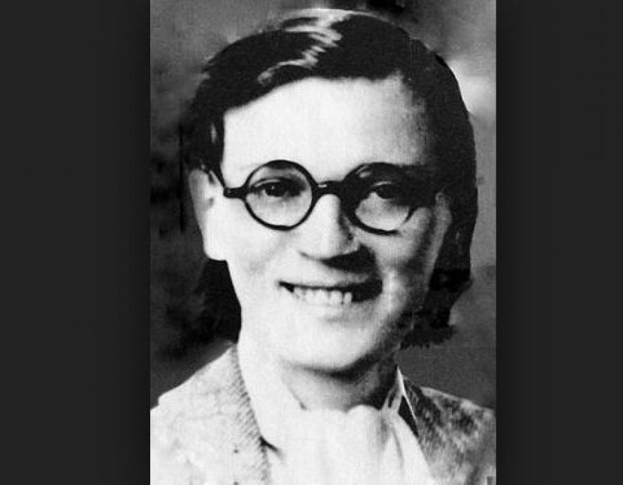 Китти Харрис   Девушка с юных лет вступила в Компартию США, а в 1931 году совет