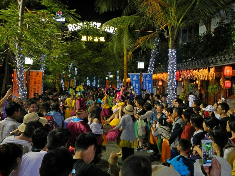 Уличное представление в Romance park (город Санья, остров Хайнань, Китай)
