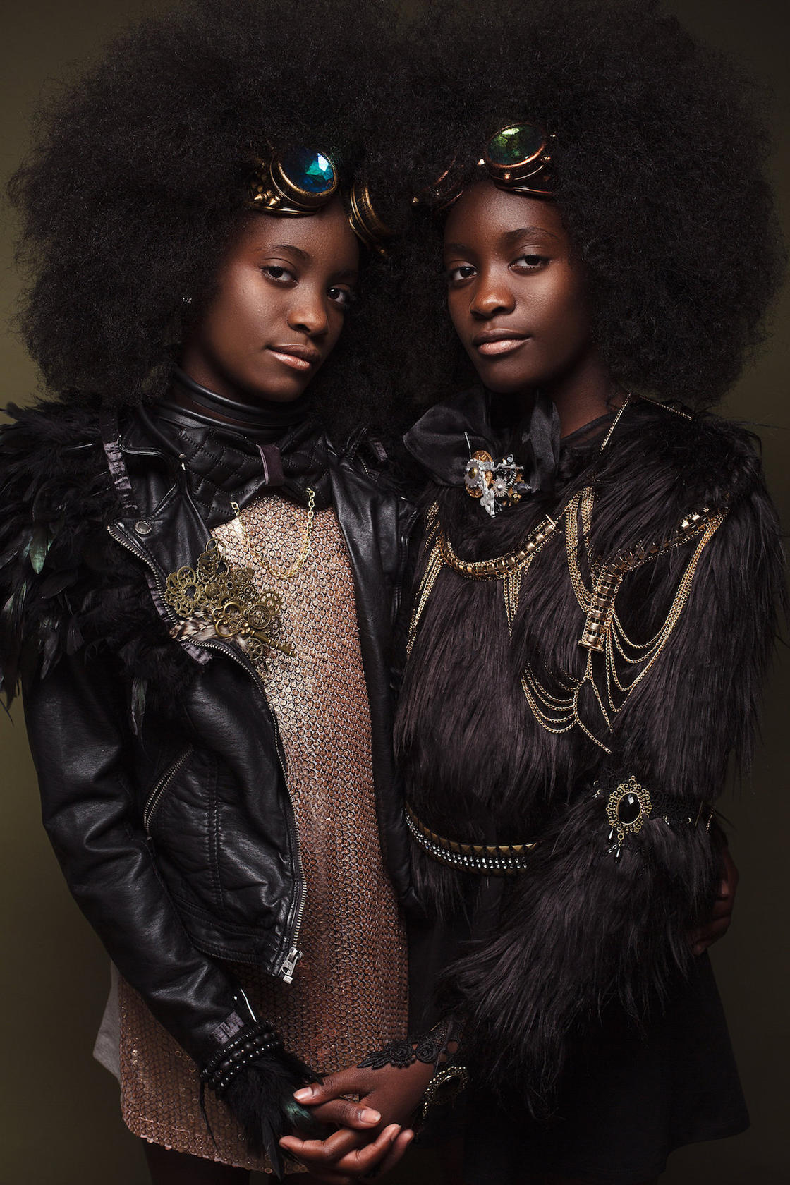 Afro Art – This duo pays tribute to afro hairstyles for little girls