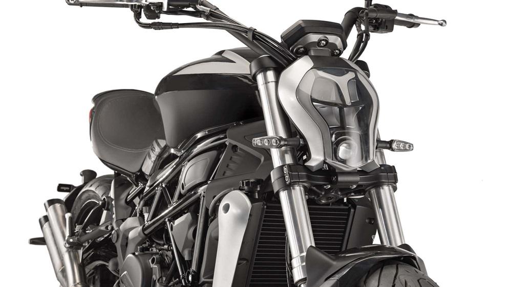 Benelli 402S - копия Ducati XDiavel