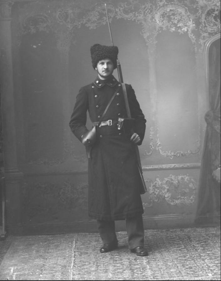 1917. Члены рабочей дружины во время восстания, Головничев