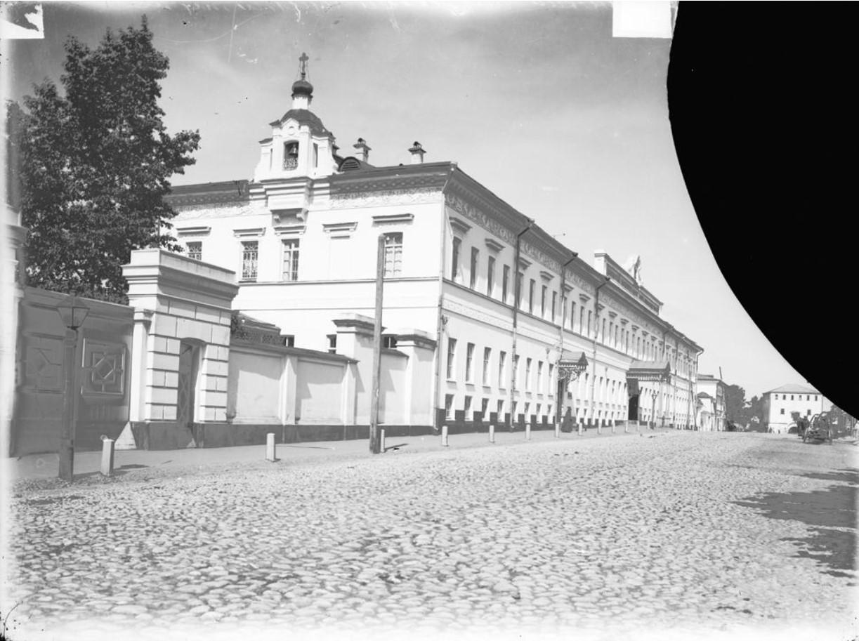 Внешний вид здания Дворянского института имени императора Александра II
