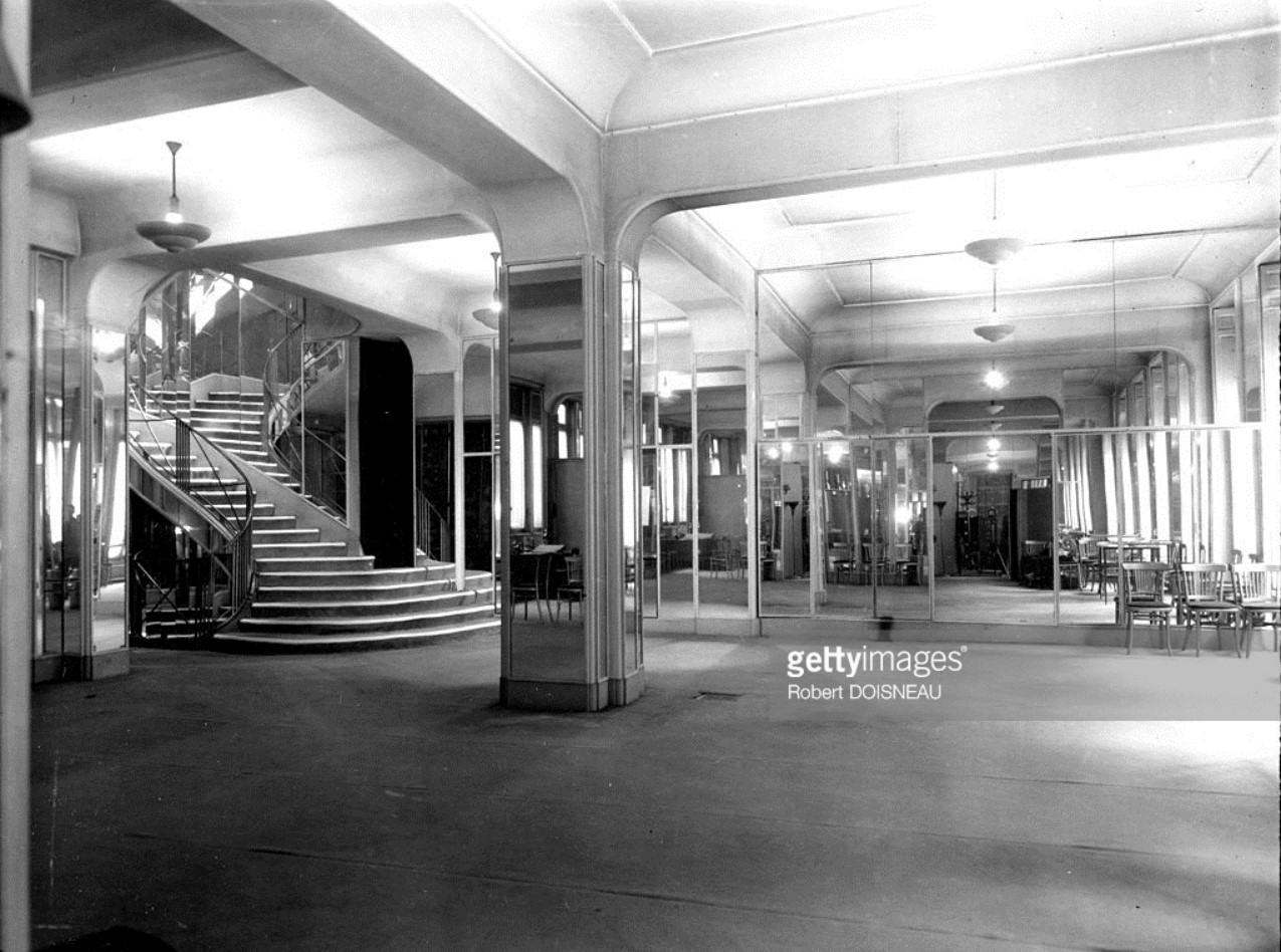 1953. Внутренний вид магазина Коко Шанель на улице Камбон, Париж
