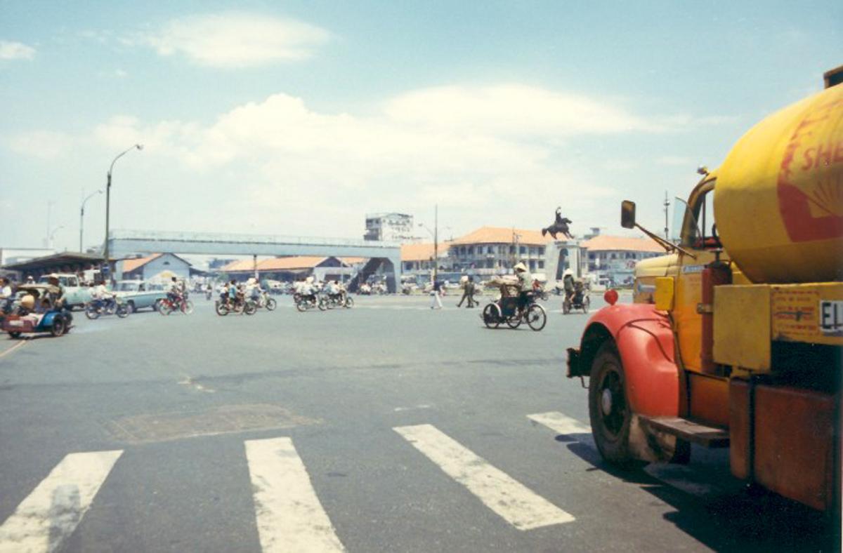 Рыночная площадь с улицы Хэм Нги