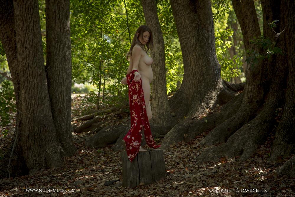 Беременная Misty Day в парке