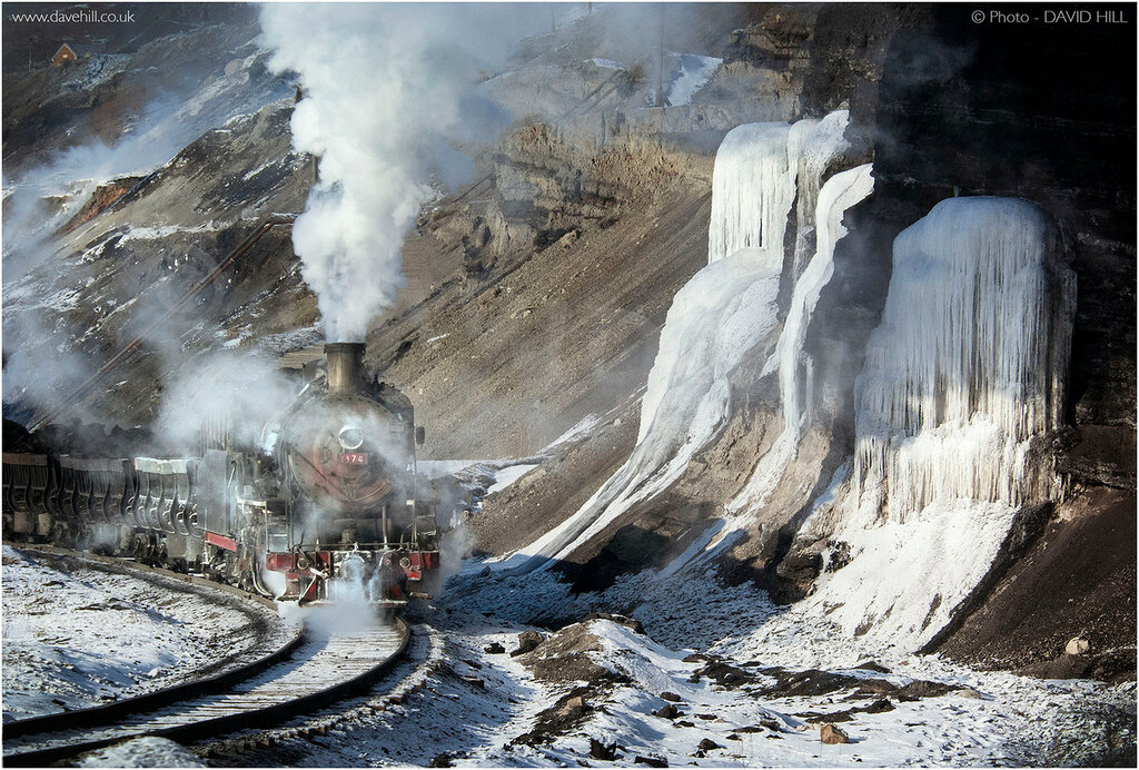 With frozen waterfalls for company, SY1374 pushes back to the unloading facility with coal for the washery. Zhalai Nouer, Nei Mongol in the extreme north of China. January 2008. © David Hill.
