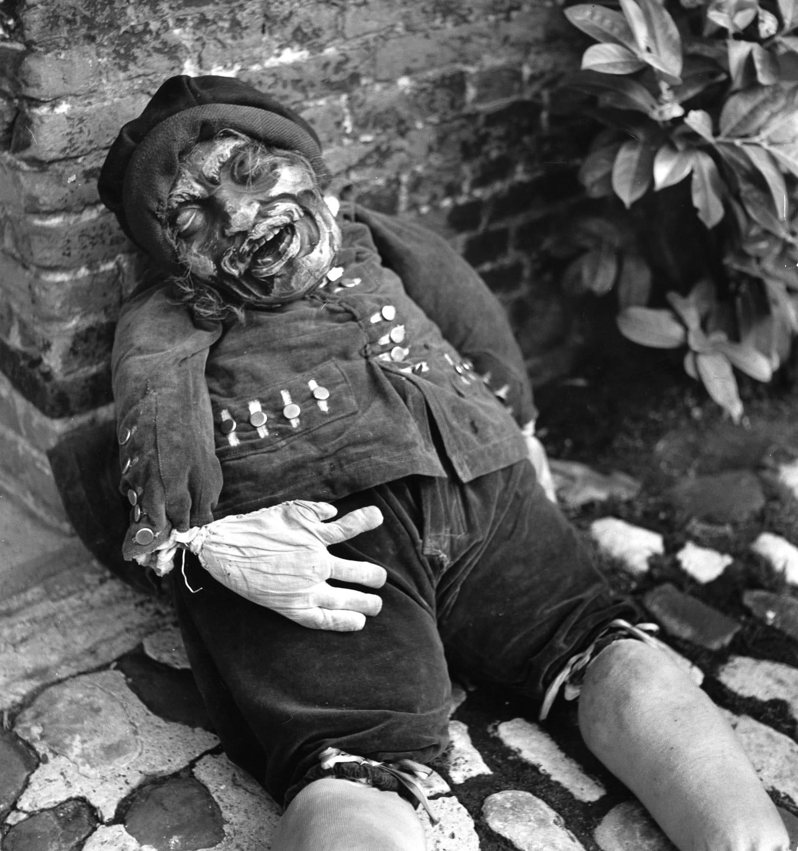 Дети и взрослые мастерили себе маски с изображением чудищ и монстров, чтобы злые духи призна