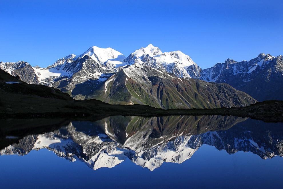 Гора Белуха — символ Алтая, самая высокая гора Алтая и Сибири (4506 м.) (1 фото)