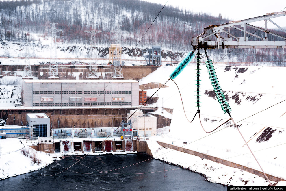 31. Длина плотины Вилюйской ГЭС — 600 метров, максимальная высота — 75 метров.  Из-за интенсивн