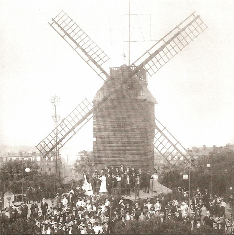 5. Праздничная мельница. Круговорот танцующих у мельницы на Монмартре окружил площадь во время попул
